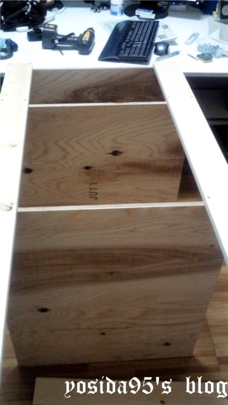 まずは木材を設計通りに合わせ、ねじで固定